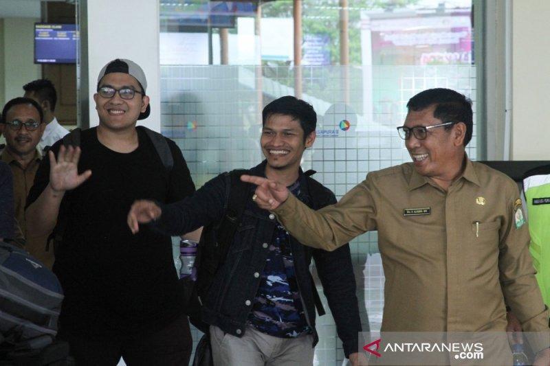 Mahasiswa Aceh dari Natuna berbaur dengan masyarakat