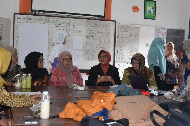 Wakil Bupati Sleman meninjau posko pendampingan psikologi di SMPN 1 Turi