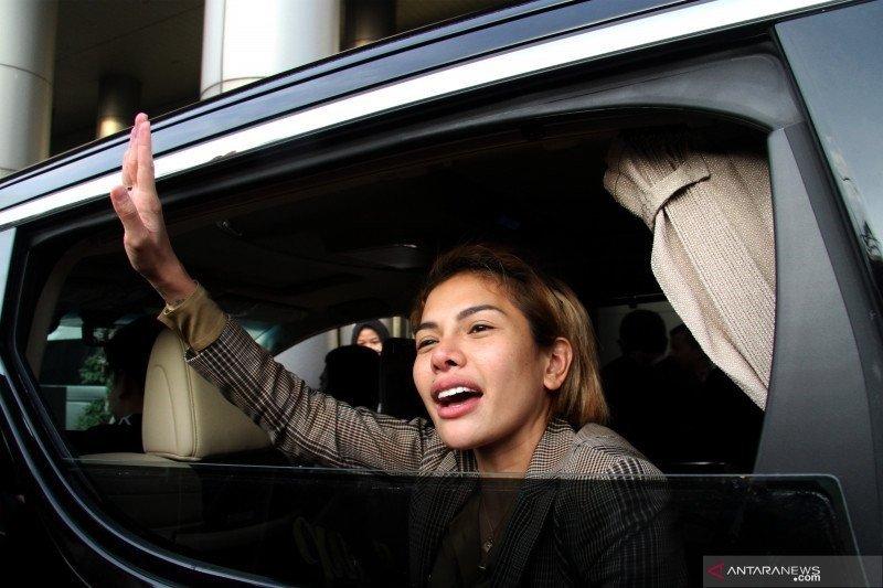 Nikita Mirzani jalani sidang perdana dugaan penganiayaan terhadap mantan suaminya Dipo Latief
