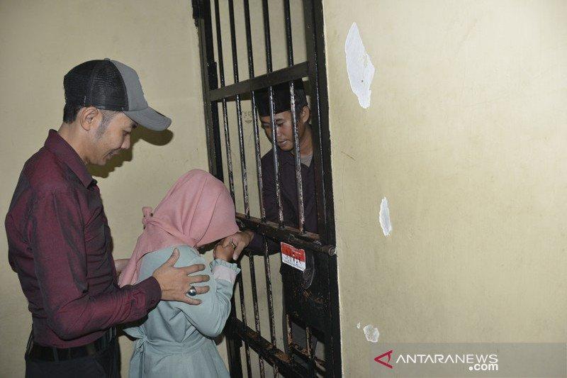 Tahanan menikah di kantor polisi