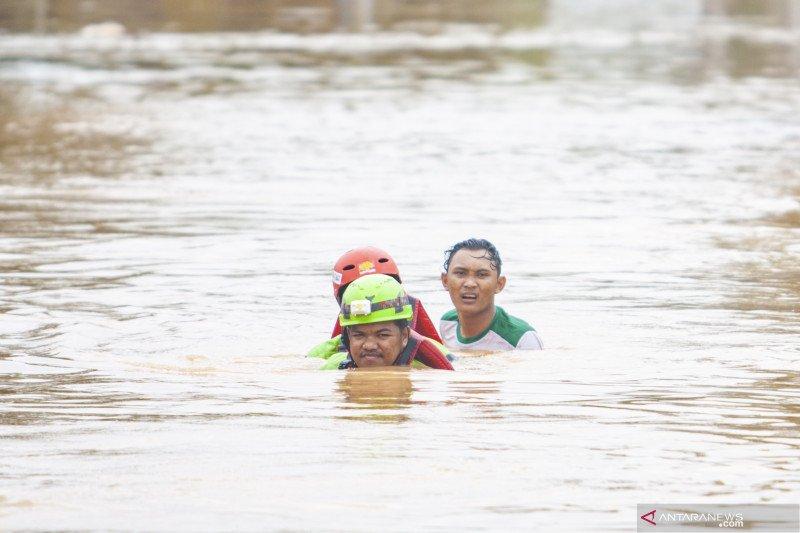 Dinsos Jabar kirim bantuan logistik ke daerah banjir Karawang dan Subang