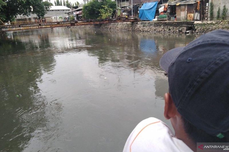 Remaja 14 tahun tewas tenggelam saat berenang di Anak Kali Ciliwung
