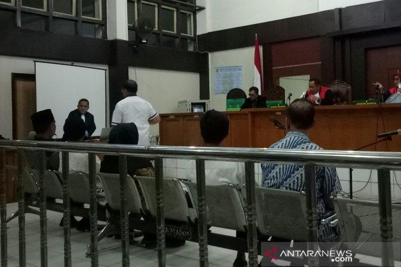 Hakim minta disidik, legislator Muara Enim tiba-tiba asam urat