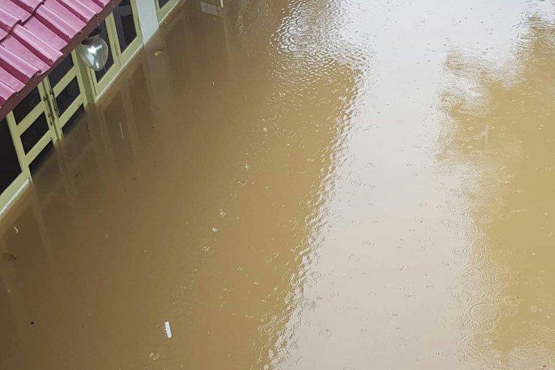Rumah Aktor Roy Marten kembali kebanjiran
