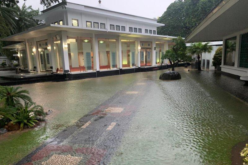 Kawasan Istana Kepresidenan juga banjir