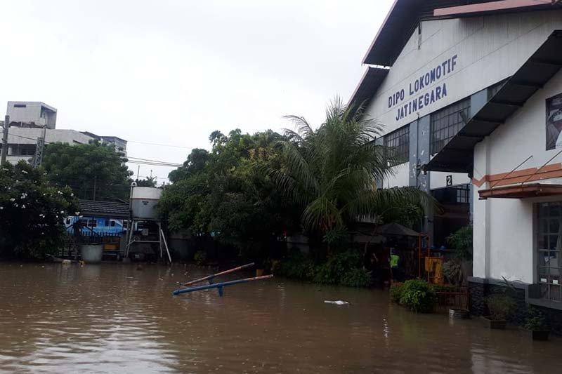 Sejumlah KA lintas selatan Jawa terlambat akibat banjir Jakarta
