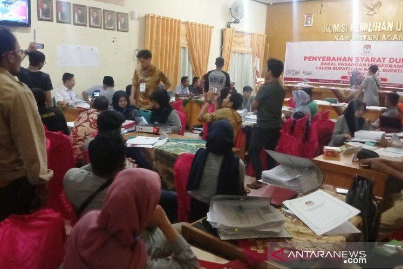 Tak tersusun rapi, KPU kesulitan memeriksa bukti dukungan Suhatril-Muhammad Tonic