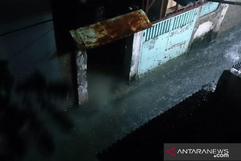 Pemukiman warga Pasar Baru Jakarta mulai digenai air setinggi 40 cm