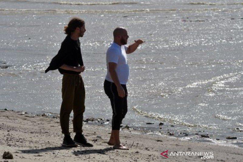 Pecinta satwa liar asal Prancis kunjungi lokasi buaya ban