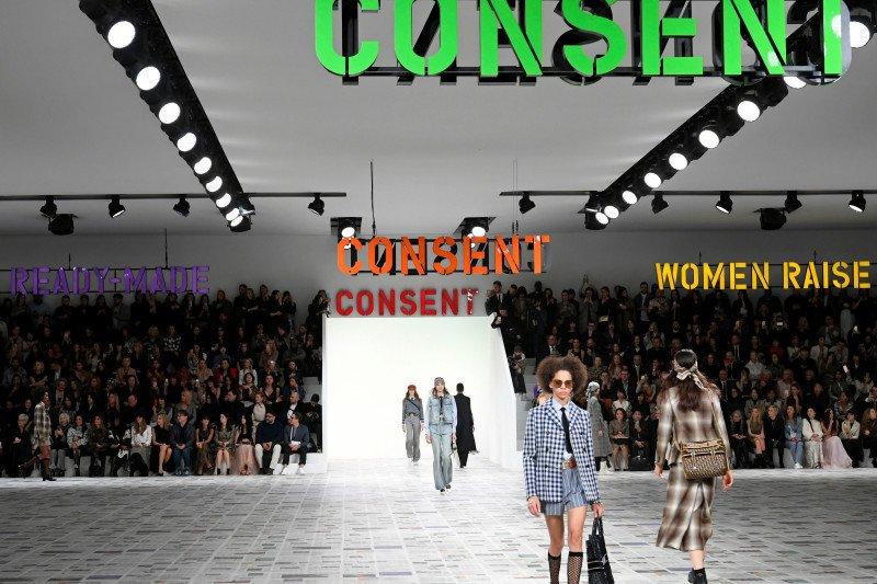 Koleksi terbaru Christian Dior terinspirasi dari semangat 1970-an