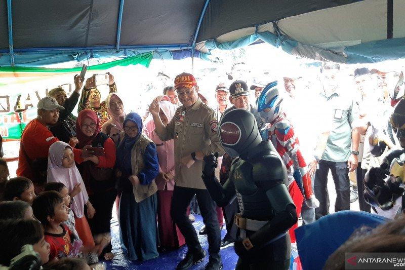Mensos hibur anak-anak korban banjir di Pekalongan