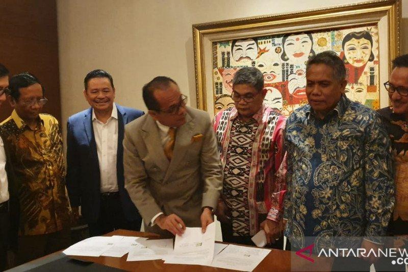 Tiga kubu Perhimpunan Advokat Indonesia sepakat islah. MA didorong cabut regulasi terkait sumpah advokat