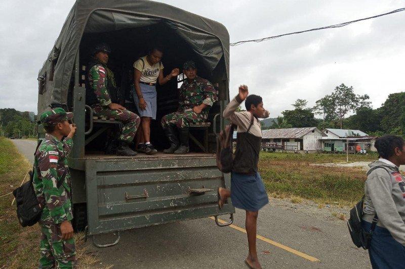 TNI bantu antarkan siswa ke sekolah di perbatasan RI-PNG