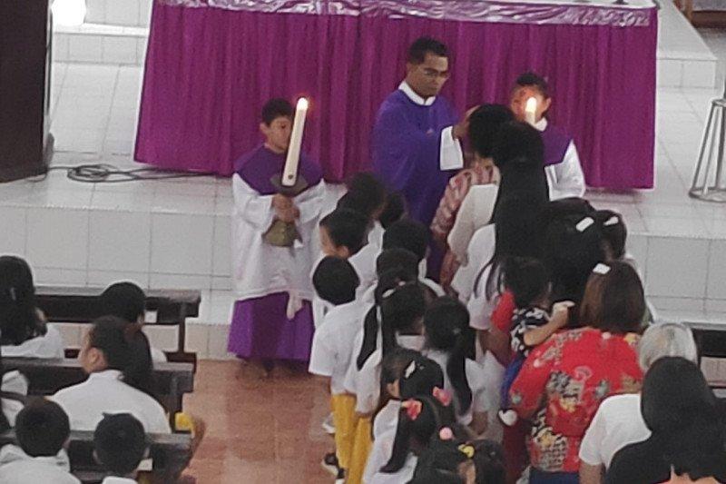 Rayakan Rabu Abu, Umat Katolik Mulai Berpuasa dan Berpantang