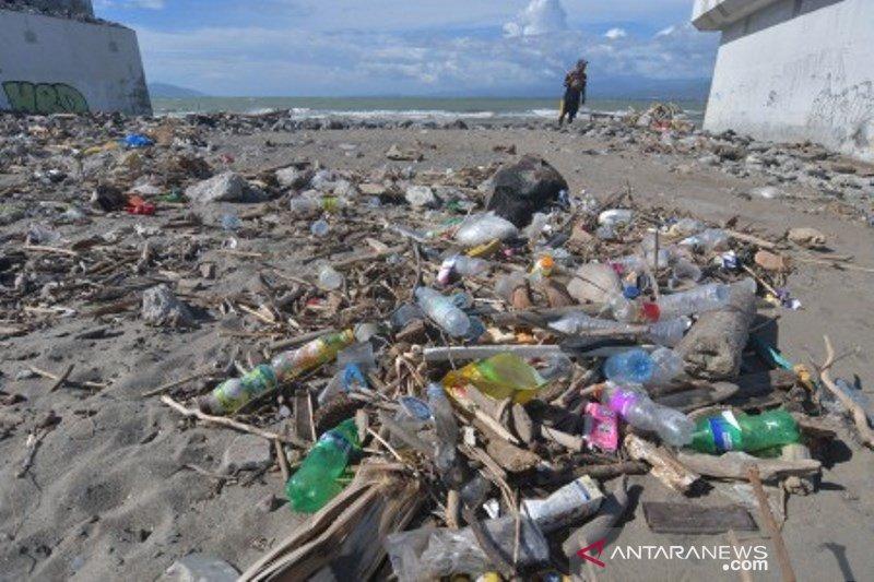 Sampah plastik yang belum teratasi