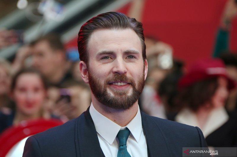 Chris Evans bintangi film musikal bareng Scarlett Johansson