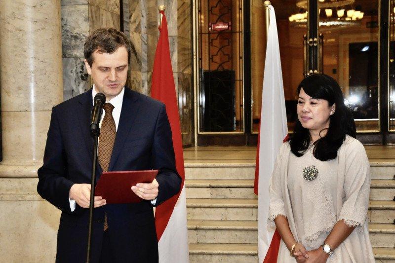 KBRI Warsawa gelar pameran foto keberagaman Indonesia
