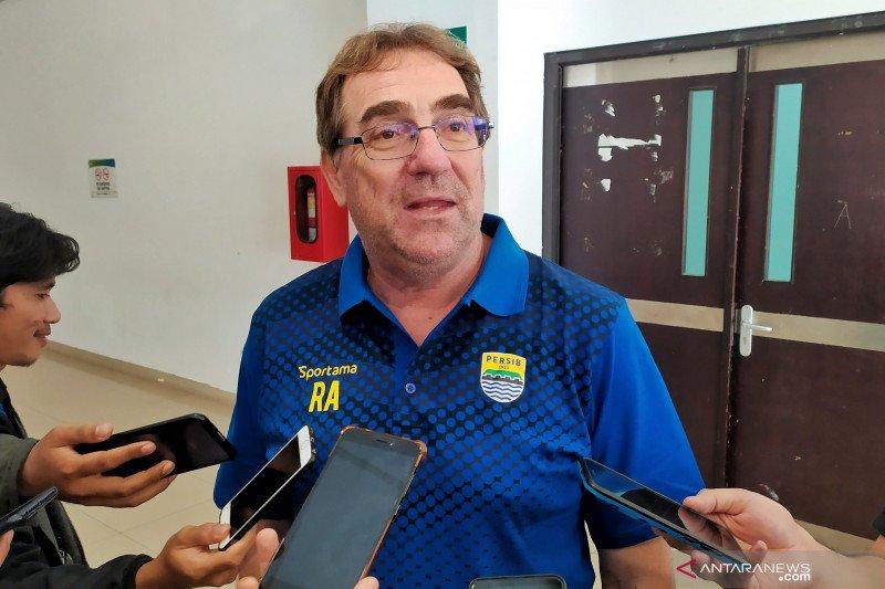 Pelatih Robert targetkan Persib juarai dua kompetisi di tahun 2020