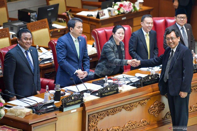 Fraksi diminta sampaikan putusan potong gaji anggota kepada pimpinan DPR