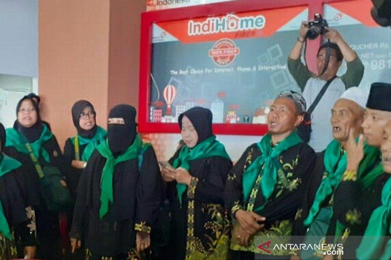 Palembang's 433 Umrah pilgrims  depart for Jeddah despite temporary ban