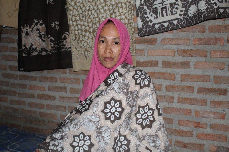 Batik pewarna alam kulit jengkol, kisah Sulastri jaga alam