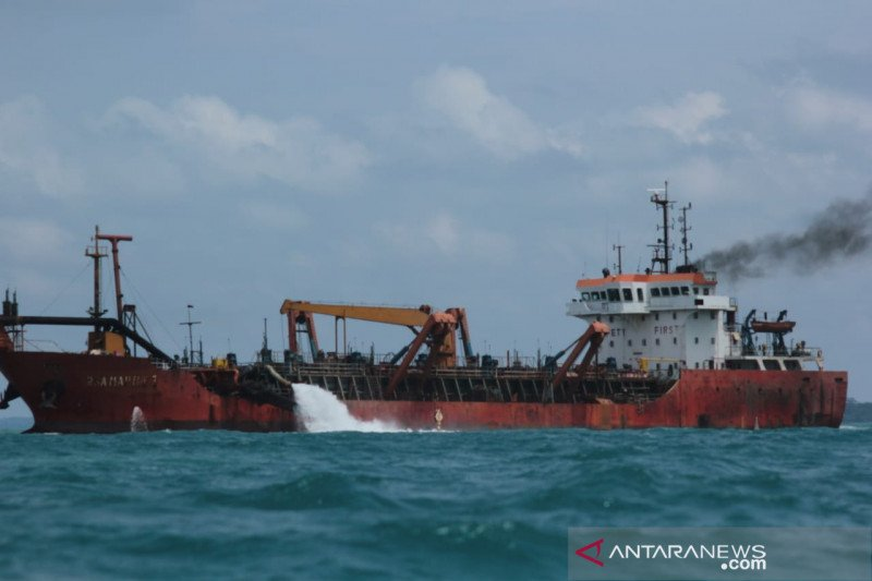 PT Bintan Alumina Indonesia bantah menambang pasir laut di Bintan