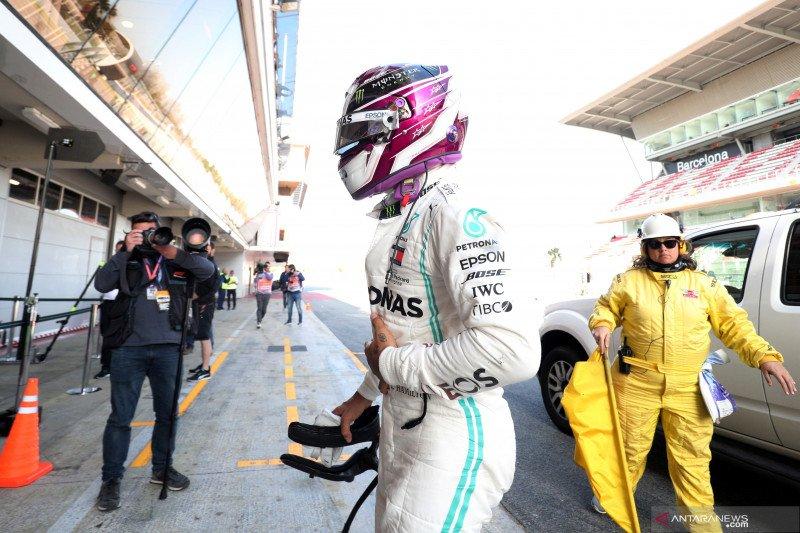 Mobil Mercedes Hamilton mogok dalam tes hari kelima Barcelona