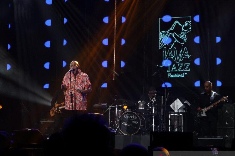 Phil Perry tampil emosional di  Java Jazz 2020