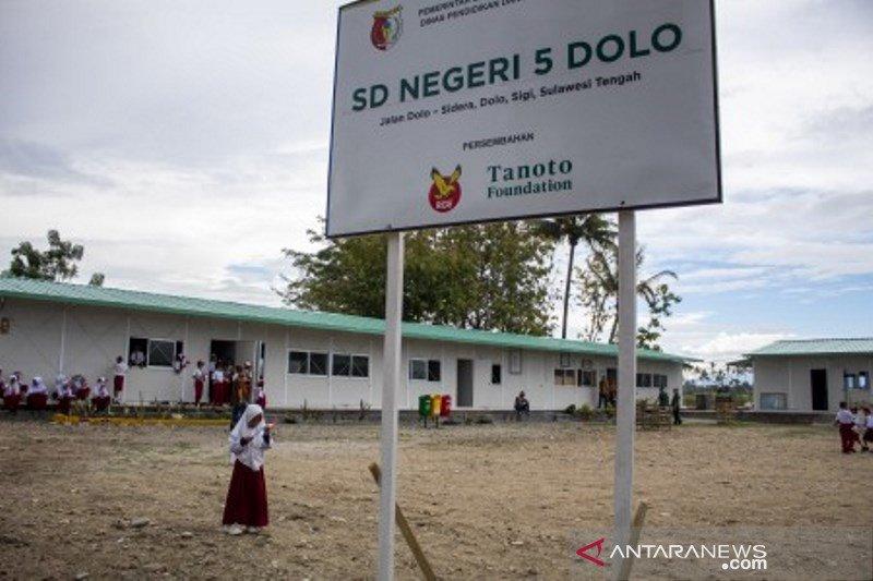 Penyerahan sekolah hasil rekonstruksi