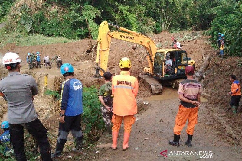 Petugas lanjutkan pencarian warga tertimbun longsor di Cisayong Tasikmalaya