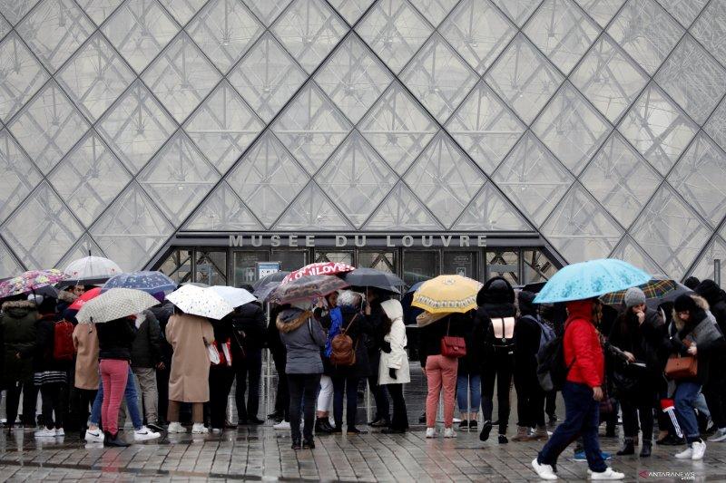 Museum Louvre Prancis masih tutup akibat staf mogok khawatir virus corona