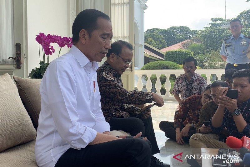 Jokowi pastikan stok masker dalam negeri capai 50 juta