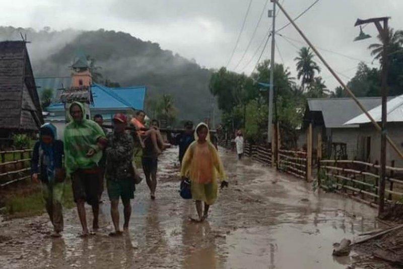 Pemerintah Lore Barat siapkan perlengkapan tidur terbatas korban banjir bandang