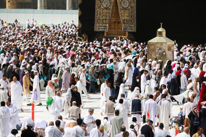 Khawatir corona, Arab Saudi melrang warganya umrah