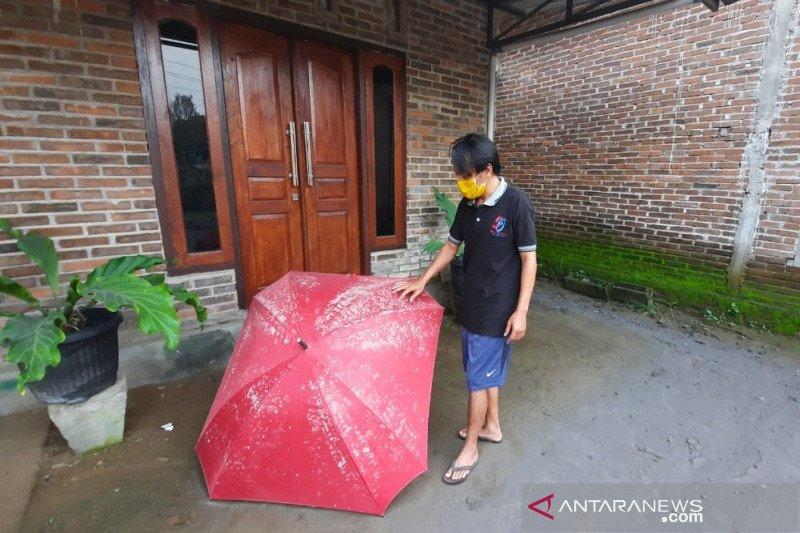 Boyolali dilanda hujan abu dan pasir pascaerupsi Merapi