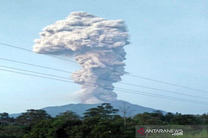 Merapi kembali erupsi dengan tinggi kolom asap 6000 meter