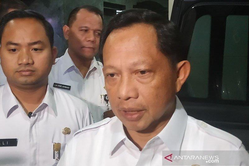 Mendagri Tito Karnavian minta masyarakat tak panik hadapi isu virus Corona