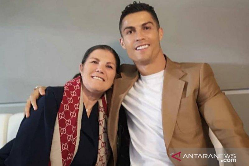 Ronaldo pulang kampung temui ibunya yang kena stroke