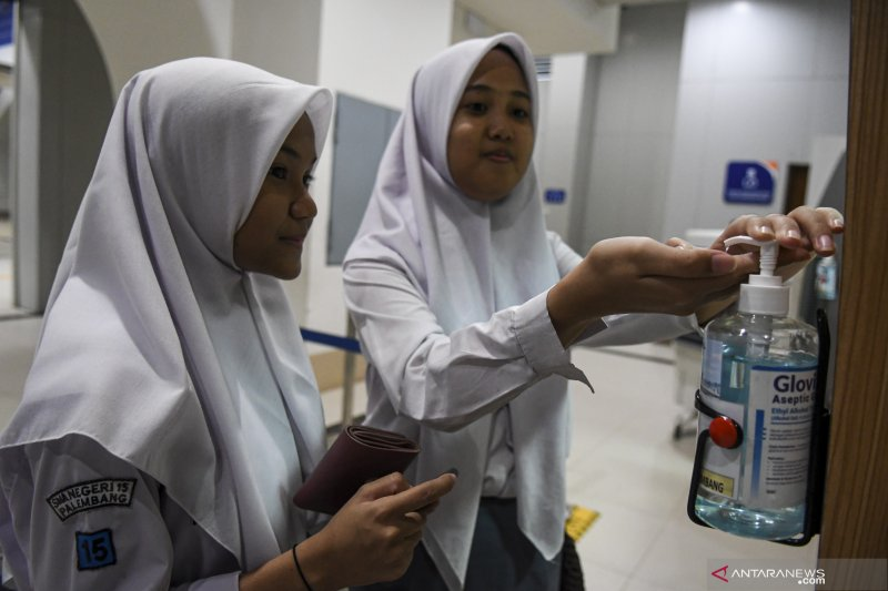 Cegah Corona LRT Sediakan Hand Sanitizer Di Setiap Stasiun