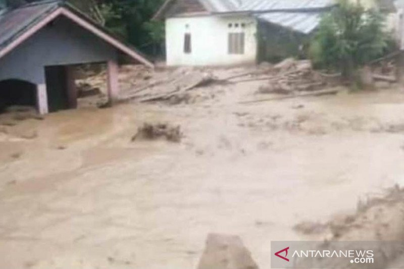 Legislator asal Poso minta Pemda segera cari sebab banjir bandang Poso