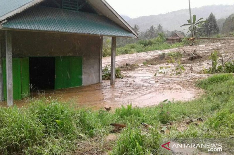 Pemkab Donggala kirim logistik bantu korban banjir bandang Bambakanini