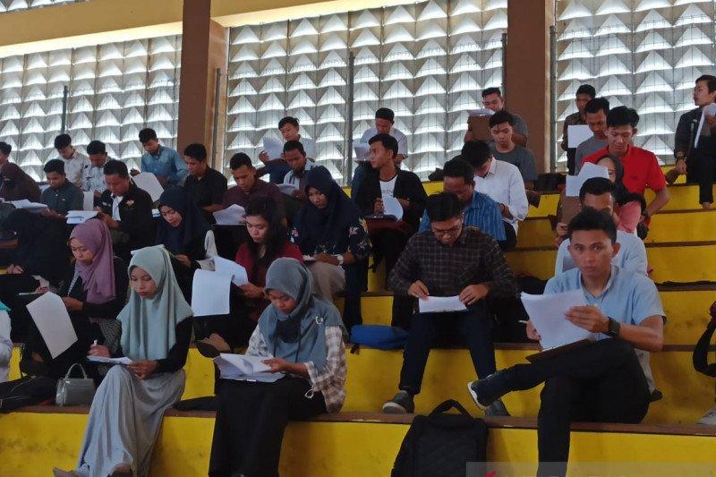 Ribuan calon Panitia Pemungutan Suara  ikuti tes tertulis