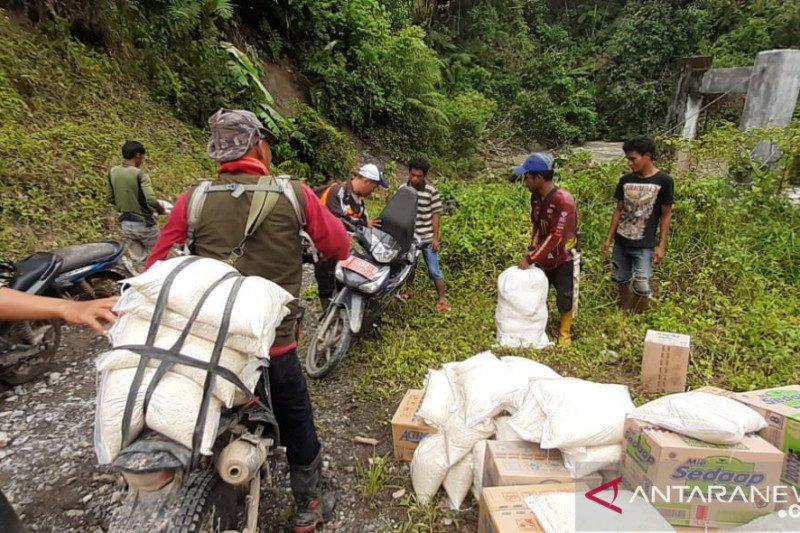 Korban banjir bandang Bambakanini Donggala  terima bantuan logistik