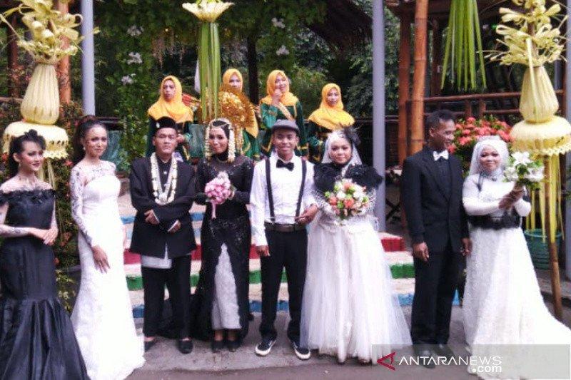 Tiga pasangan pengantin nikah bareng di Taman Wisata Gerbang Banyu Langit, Bantul