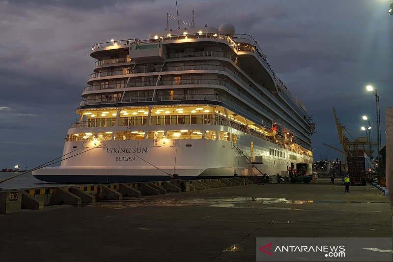 Viking Sun akhirnya bersandar di Tanjung Emas