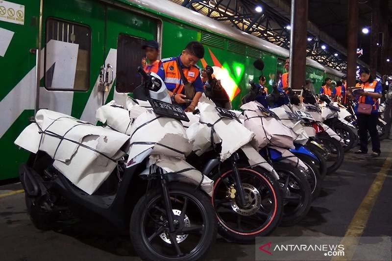 Dua kereta angkutan motor gratis akan layani pemudik lintas selatan Jawa