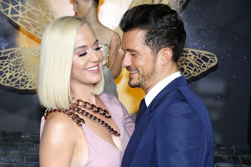 Pernikahan Katy Perry dan Orlando Bloom ditunda gara-gara corona