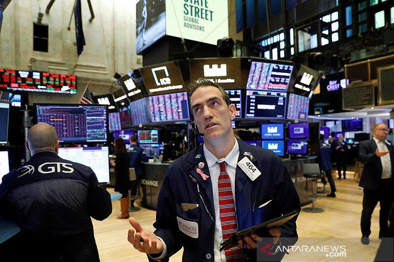 Saham Wall Street merosot, pembukaan ekonomi bangkitkan kekhawatiran virus