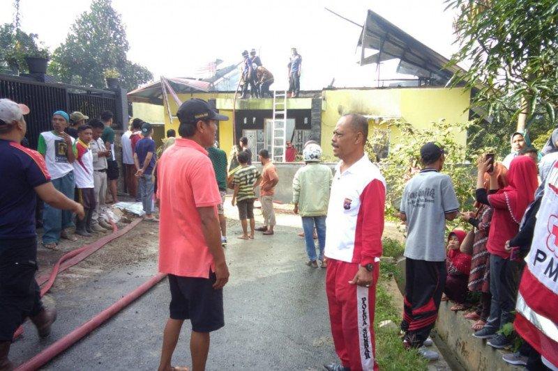 Rumah kepala sekolah terbakar, satu korban alami luka bakar serius