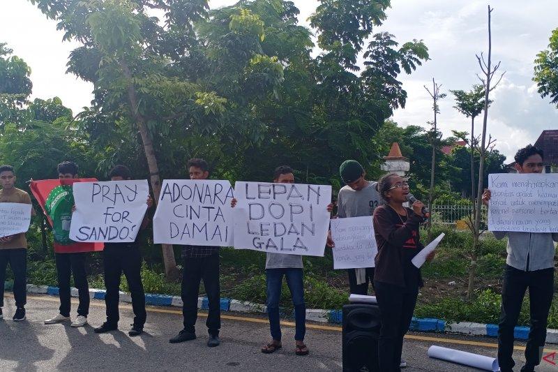 Mahasiswa  gelar aksi damai untuk Adonara